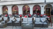 esterno-con-tavolini