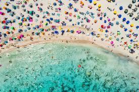 Seaside throngs