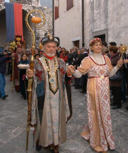 Venzone_festa-della-zucca-Corteo-e1540282378574-630x751